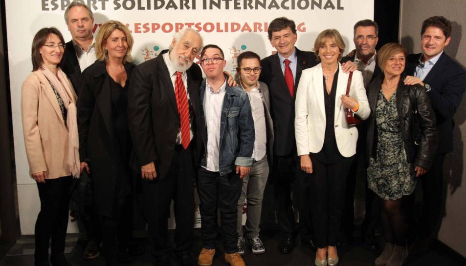 Imatge de la comitiva del Consell d'Administració del Nàstic amb el Rubén Almazán i Álvaro Cano.