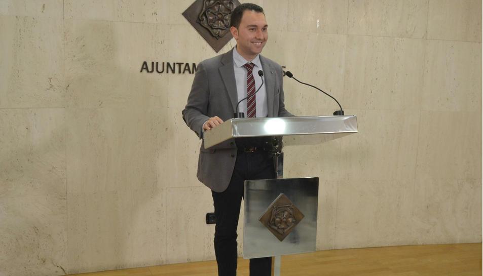 Imatge del regidor de Recursos Humans, Daniel Rubio, durant la presentació del programa Treball i Formació.