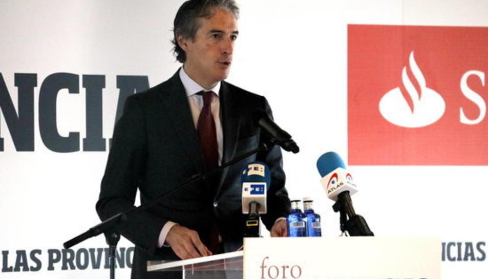 Pla mitjà del ministre de Foment Íñigo de la Serna durant la seva conferència aquest 07/11/2017 a València.