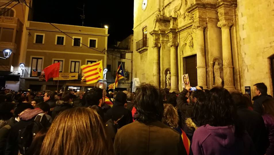 Imatge de la concentració a la plaça Vella del Vendrell.