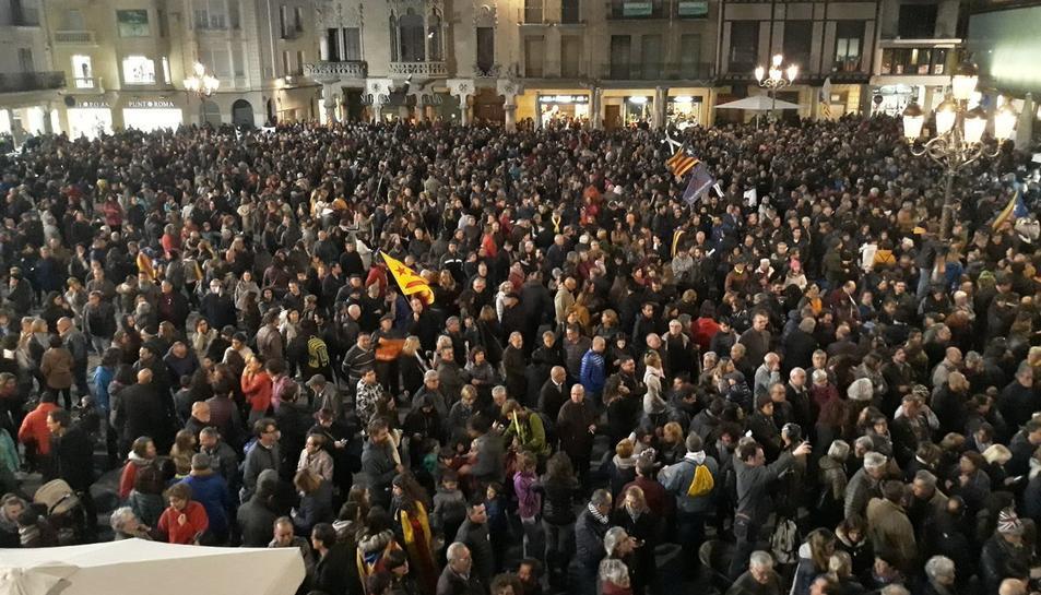 La manifestació s'ha iniciat a la plaça Mercadal de Reus.