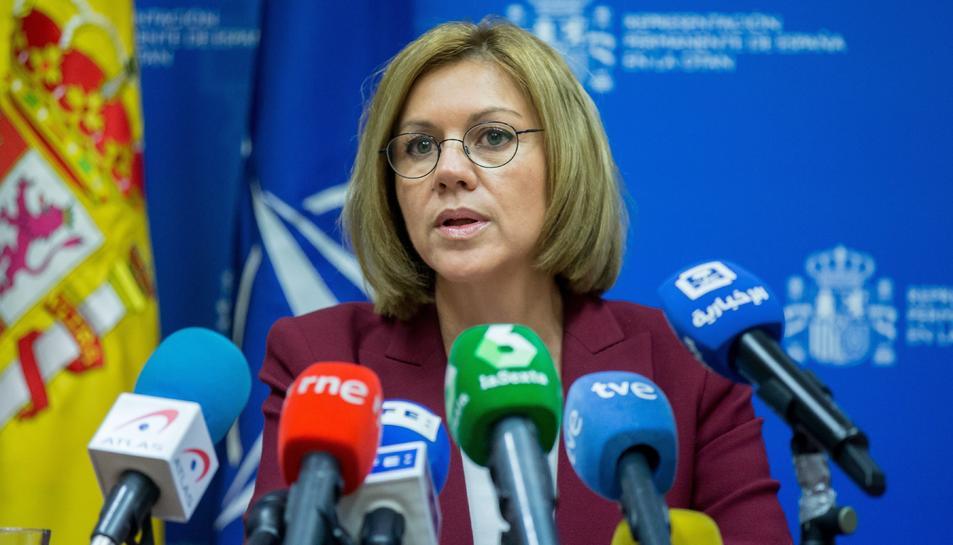 La ministra de Defensa, María Dolores de Cospedal, durant la roda de premsa a l'OTAN celebrada a Brussel·les.