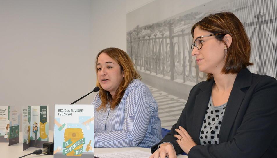Ivana Martínez i Sílvia Mayo, durant la presentació de la nova campanya de recollida.