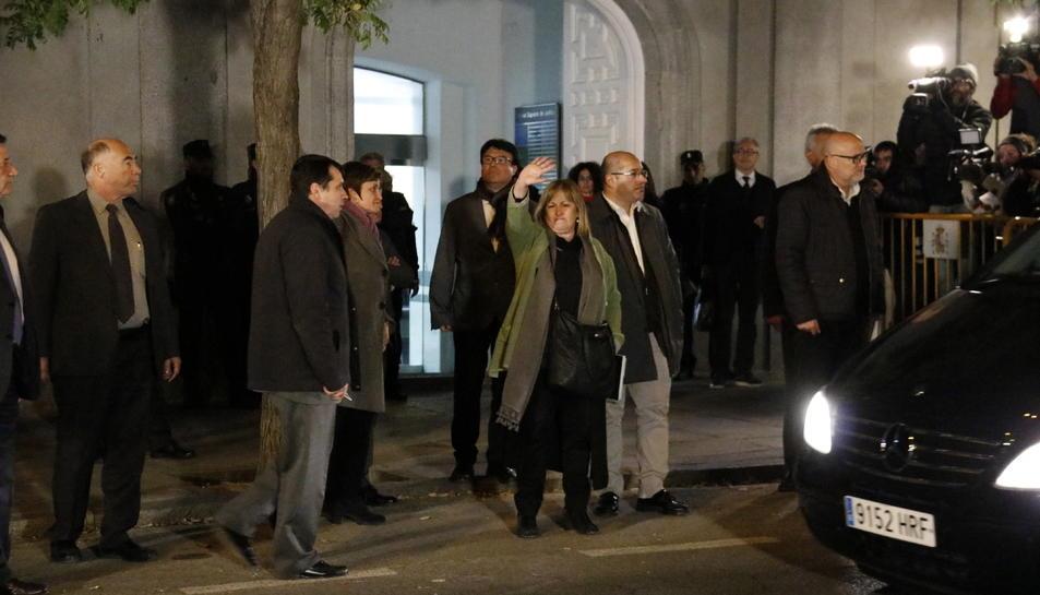 Imatge dels membres de la Mesa del Parlament sortint del Tribunal Suprem després de la declaració.