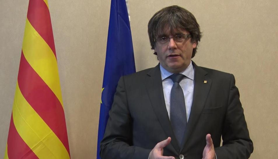 El president Carles Puigdemont enviant un missatge, aquest divendres 10 de novembre.