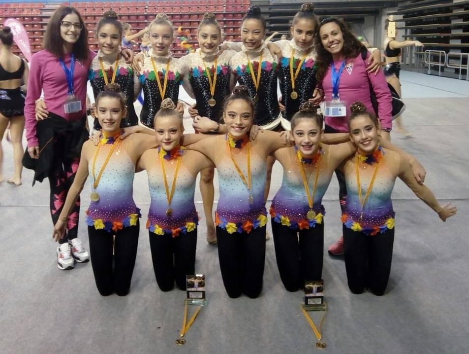 Imatge de les gimnastes del Club Nàutic Reus Ploms a Manresa.