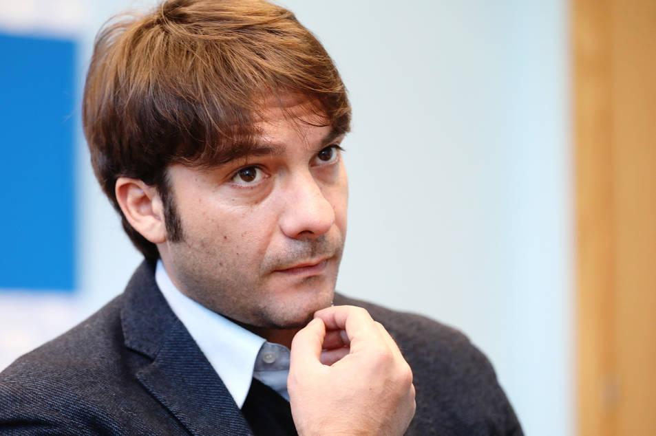 Franco Antonio Zenna durant l'entrevista a la redacció de Diari Més.
