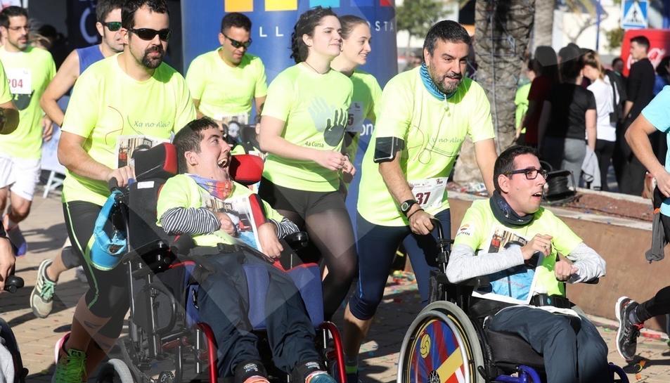 Imatges dels millors moments de la quarta cursa solidària de la URV.