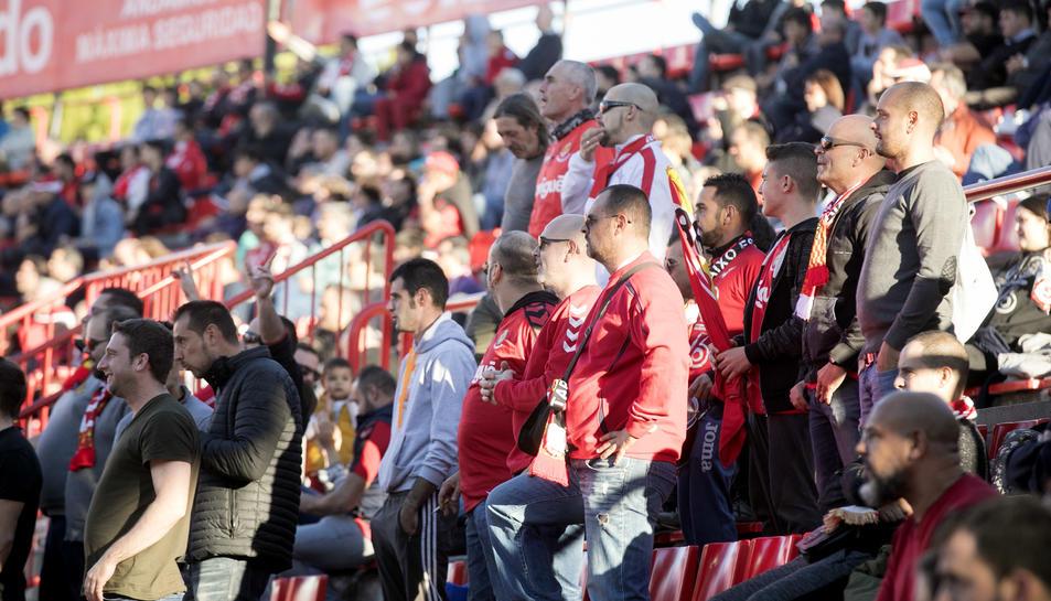 La afición durante el Nàstic-Oviedo (2)