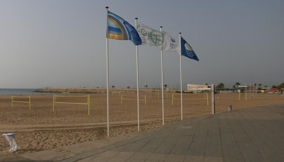 Imatge de la bandera Ecoplayas 2017 d'una de les platges de Torredembarra.