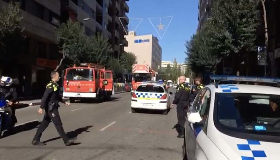 Diverses dotacions de bombers i de la guàrdia urbana hi han intervingut.