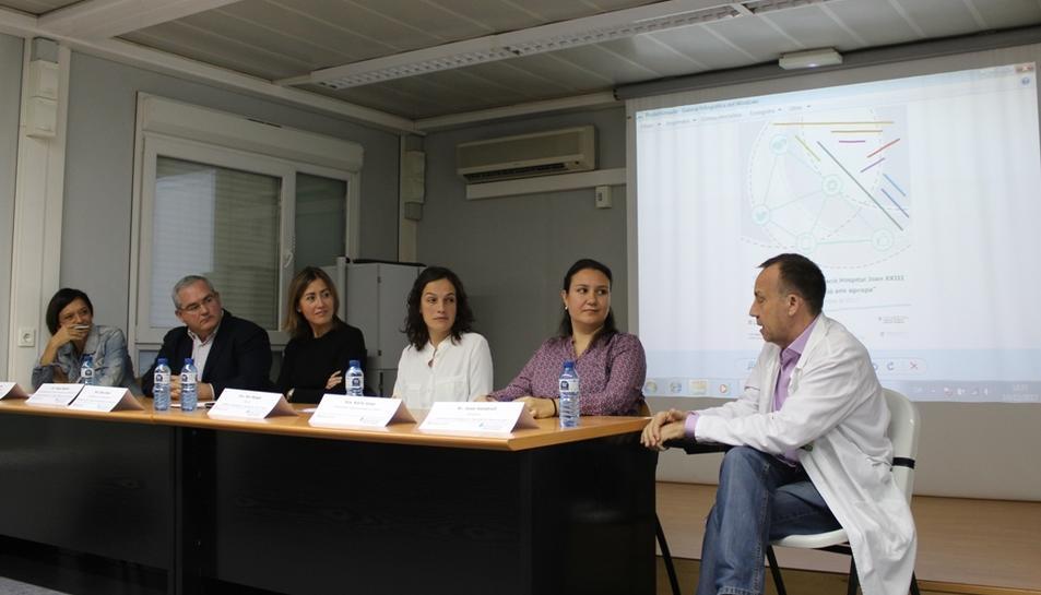 La jornada va comptar amb la participació de professionals sanitaris i del món científic i periodistes.