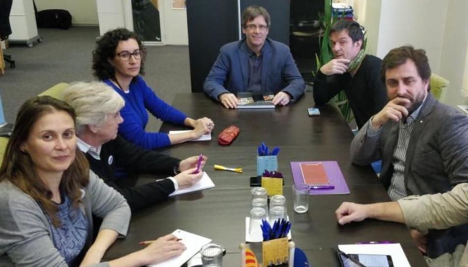 Marta Rovira ha visitat aquest dimarts el president Puigdemont i els consellers que hi ha a Brussel·les.