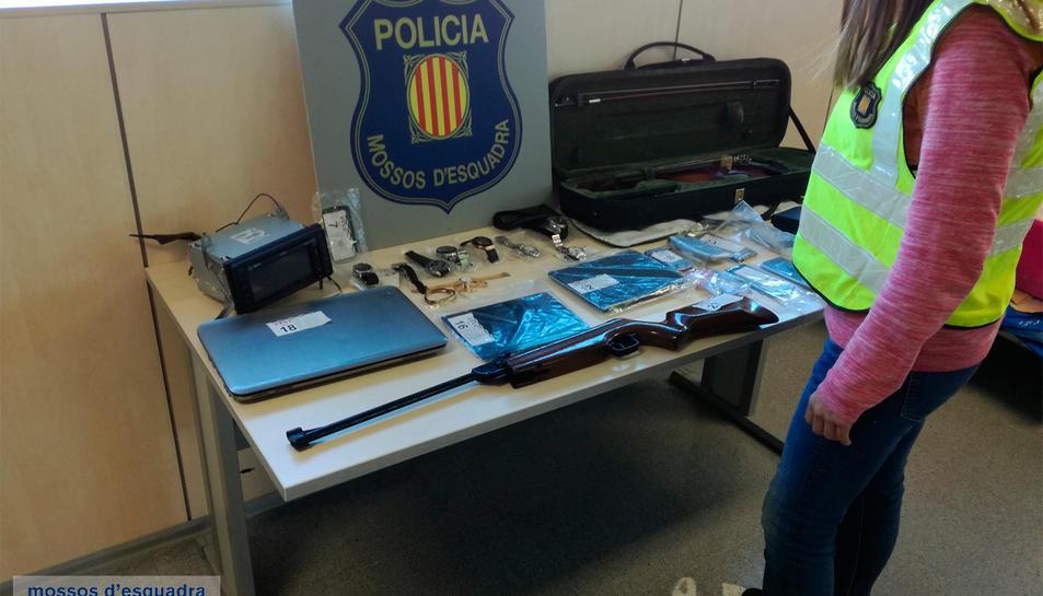 Imatge de diversos objectes sostrets en els diversos robatoris.