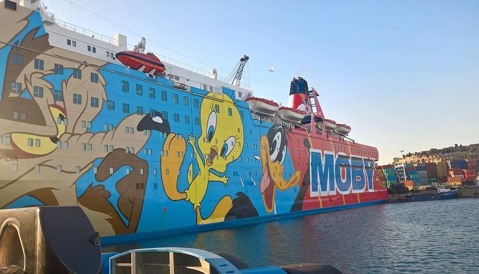 Vista parcial del vaixell Moby Dada atracat al Port de Barcelona .