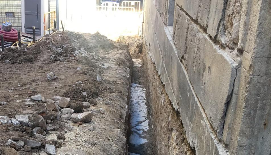 Situació de les obres realitzades al carrer Salines, que han deixat al descobert sorra del circ romà.