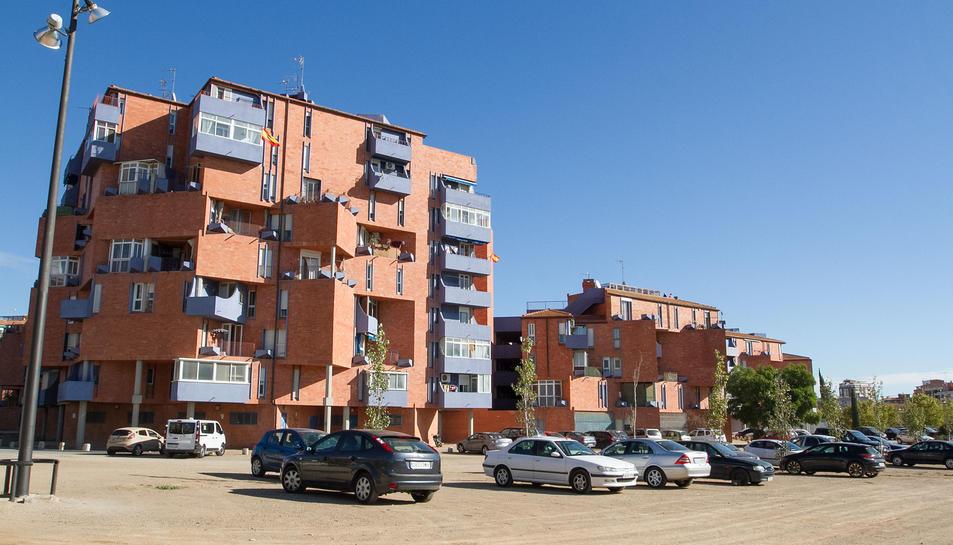 L'asfaltament del pàrquing del barri Gaudí evitarà les contínues inundacions.