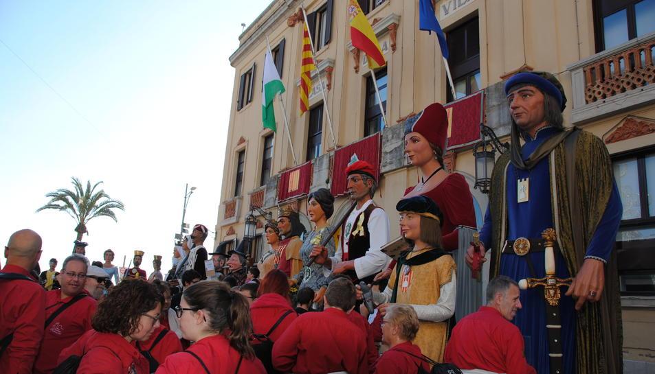 Els Veguers de Montblanc van participar a la cercavila junt a gegants d'arreu.