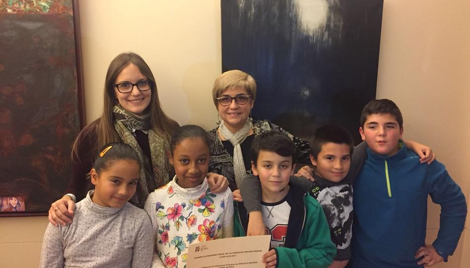 Els alumnes de 4t de l'Escola Eduard Toda que han estat premiats pel seu treball sobre Frias.