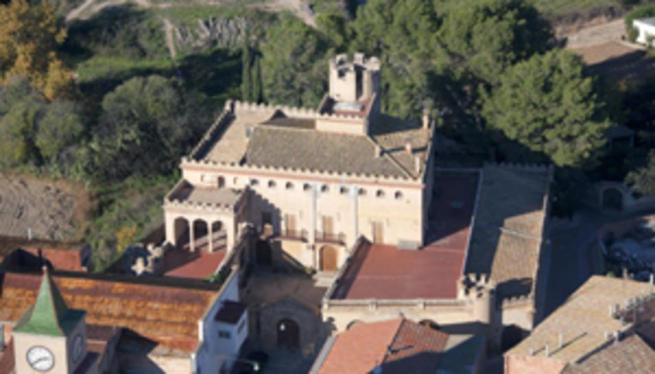 Imatge aèria del castell de Llorenç del Penedès.
