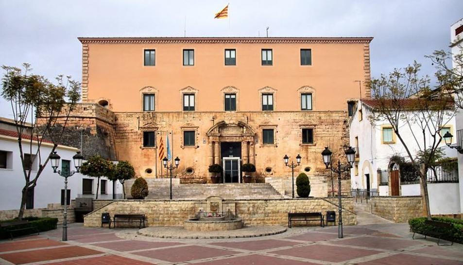 Imatge d'arxiu de la façana de l'Ajuntament de Torredembarra.