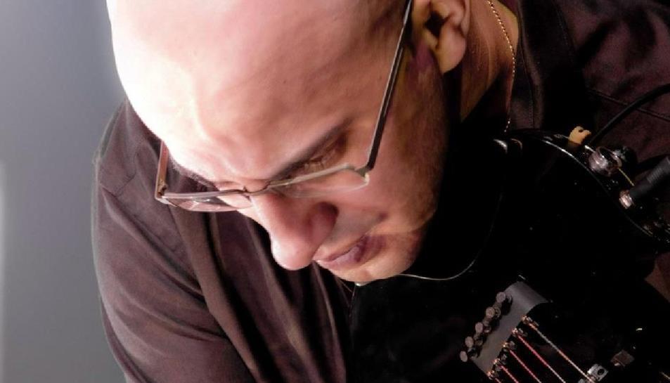 El Quartet Brossa proposa al violinista i percussionista Mohamed Soulimane per abordar la peça musical barroca 'Suite Abdelazer' més coneguda per 'La venjança del moro'.
