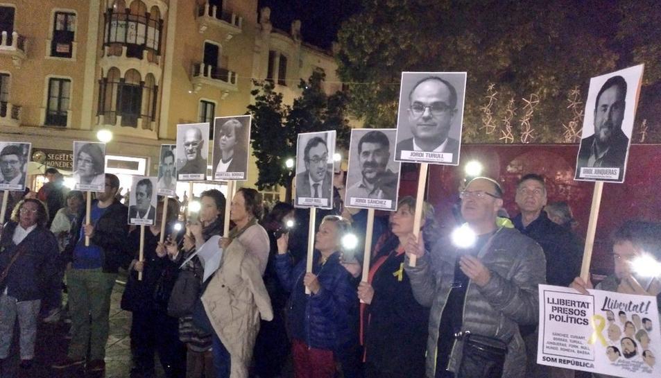 Els manifestants han exhibit cartells amb les cares dels empresonats.