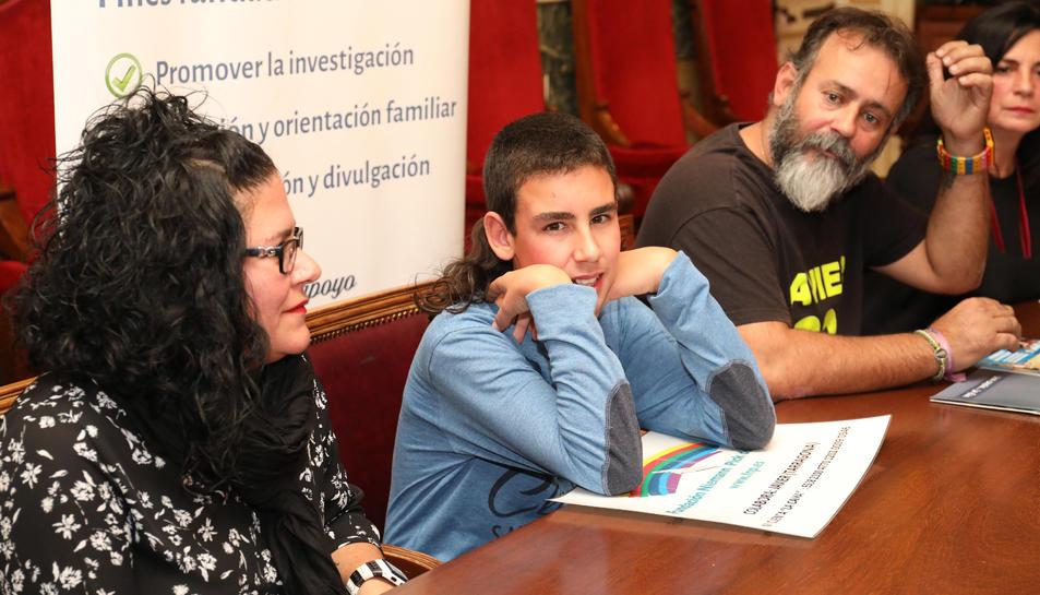 Javier Galera, flanquejat per la seva mare i el seu pare, al Saló dels  Tarragonins Il·lustres.