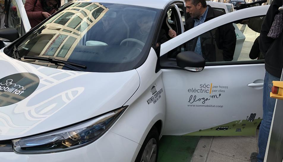 És un projecte de mobilitat compartida pensada per a trajectes curts per no «rivalitzar» amb el transport públic.