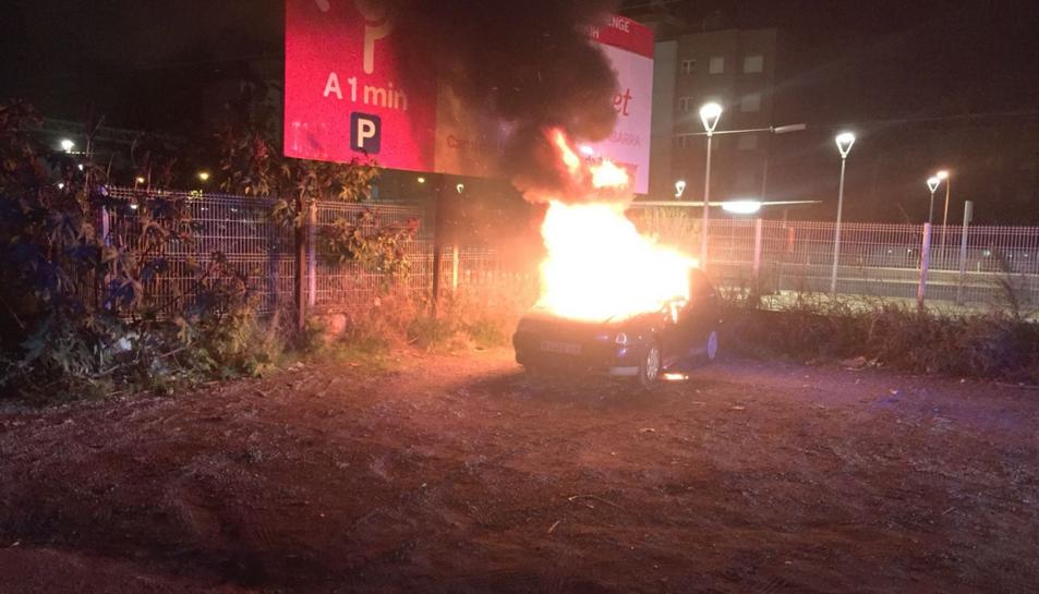 El cotxe mentre cremava.