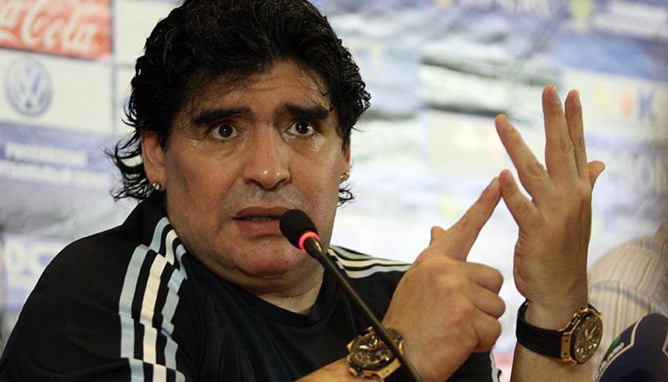 L'advocat de Maradona assegura queGianninaté un compte en un banc uruguaià i que viatjar per treure els diners i amagar-los en un altre lloc.