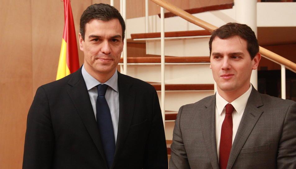 Imatge d'arxiu del secretari general del PSOE, Pedro Sánchez, i el president de Ciutadans, Albert Rivera.