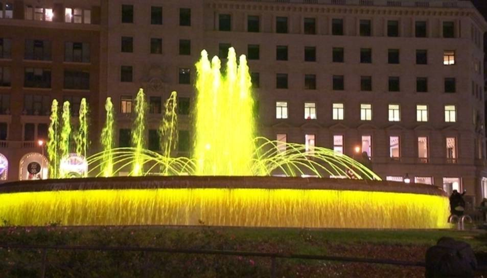 La Junta Electoral de Barcelona prohibeix il·luminar de groc fonts i façanes