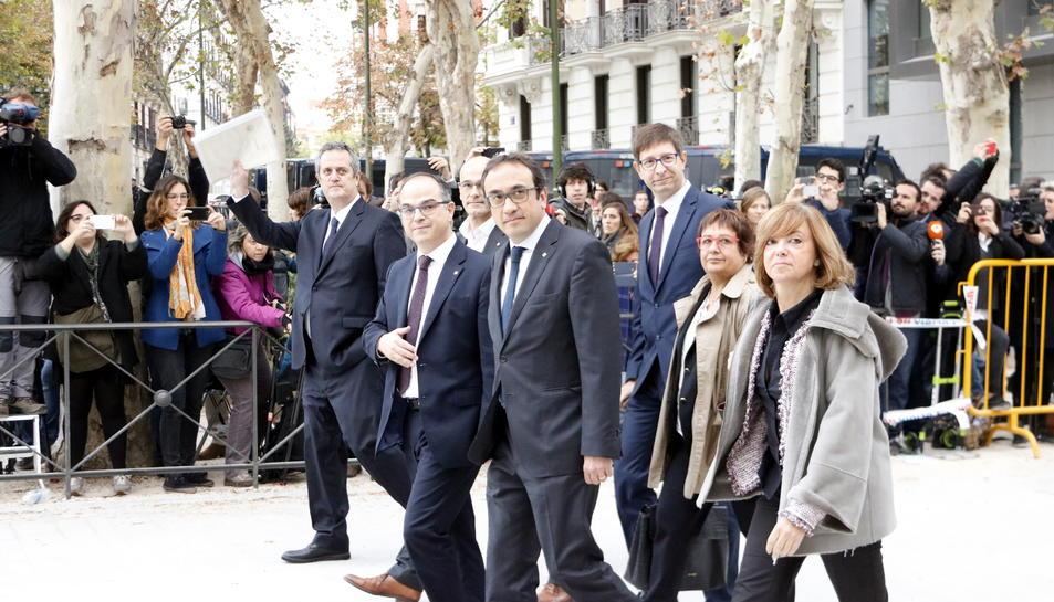 Rull, Mundó, Romeva, Turull, Bassa, Forn i Borràs arribant a l'Audiència Nacional el 2 de novembre.
