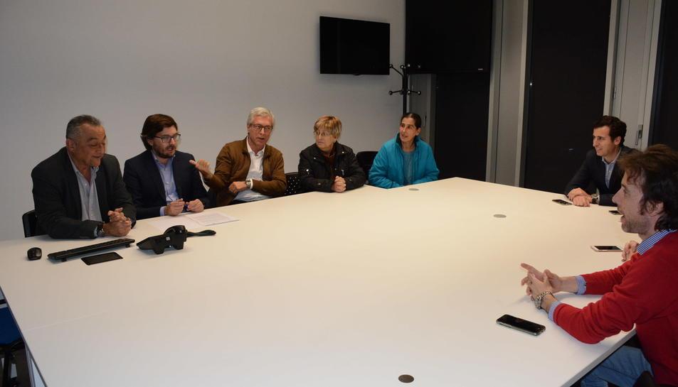 L'alcalde Ballesteros reunit amb representants veïnals de la Part Baixa per presentar-los el nou sistema de videovigilància.