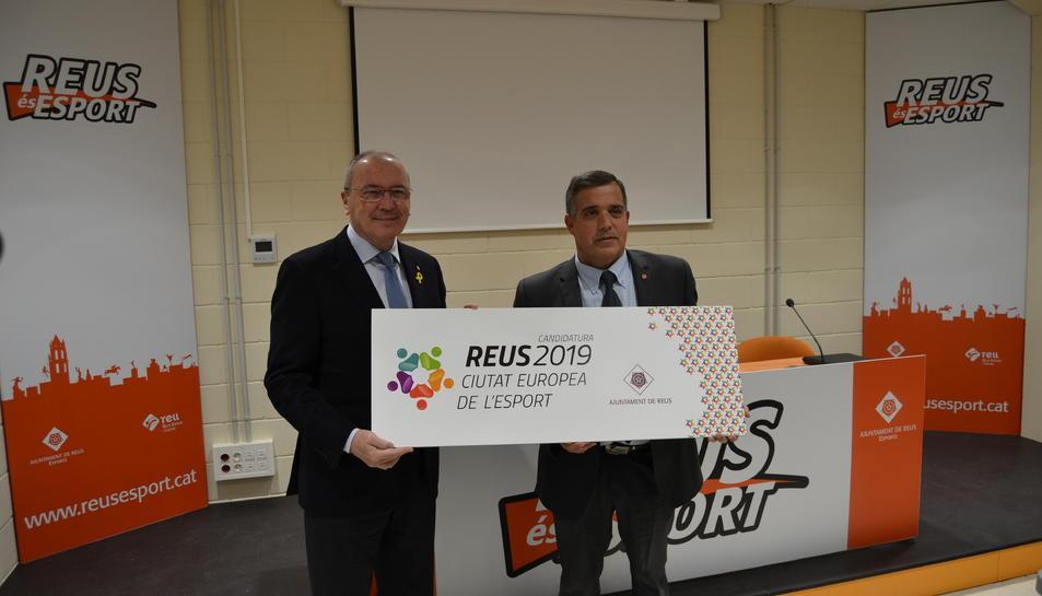 L'alcalde de Reus, Carles Pellicer, i el regidor d'Esports, Jordi Cervera, han presentat la candidatura.