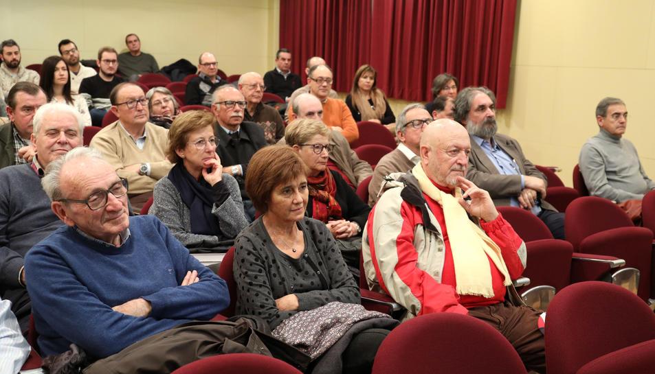 En primera fila, membres destacats de l'Arqueològica.