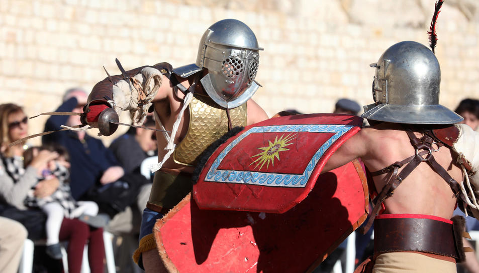 Un grup de gladiadors van recrear combats d'una manera didàctica i fent participar el públic.
