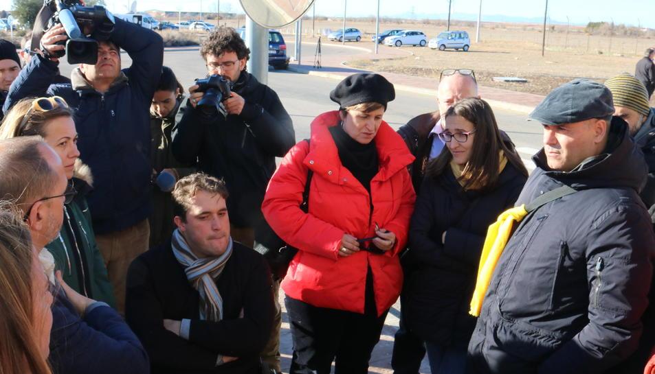 Diversos dirigents del PDeCAT i ERC, com Carles Campuzano, Anna Simó i David Bonvehí, a la porta de la presó d'Alcalá-Meco esperant la sortida de Borràs i Bassa.