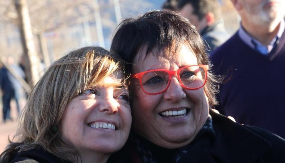 Les conselleres destituïdes pel govern espanyol Meritxell Borràs i Dolors Bassa, minuts després de sortir de la presó d'Alcalá Meco.