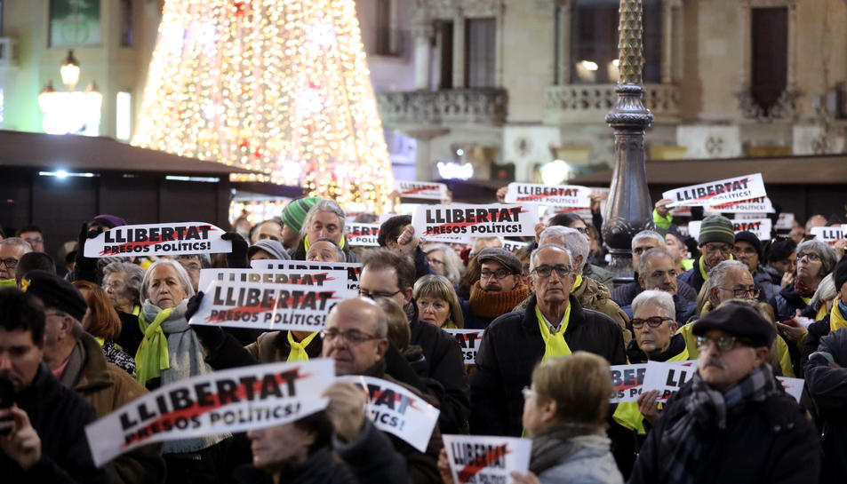 Imatge de la concentració a la plaça Mercadal de Reus.