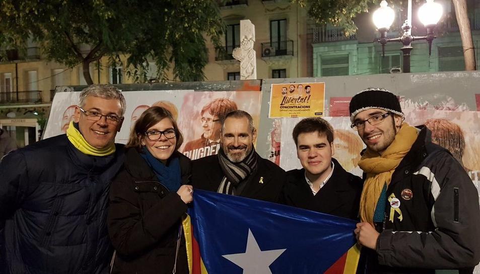 Campdepadrós i Sendra amb membres de la JNC a la rambla Nova.