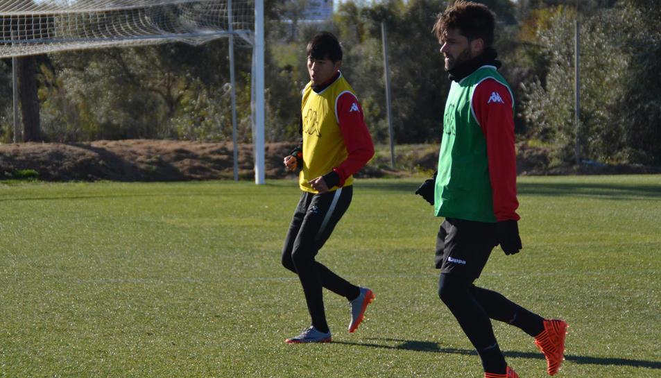 El CF Reus entrena con el BIT FC (1)