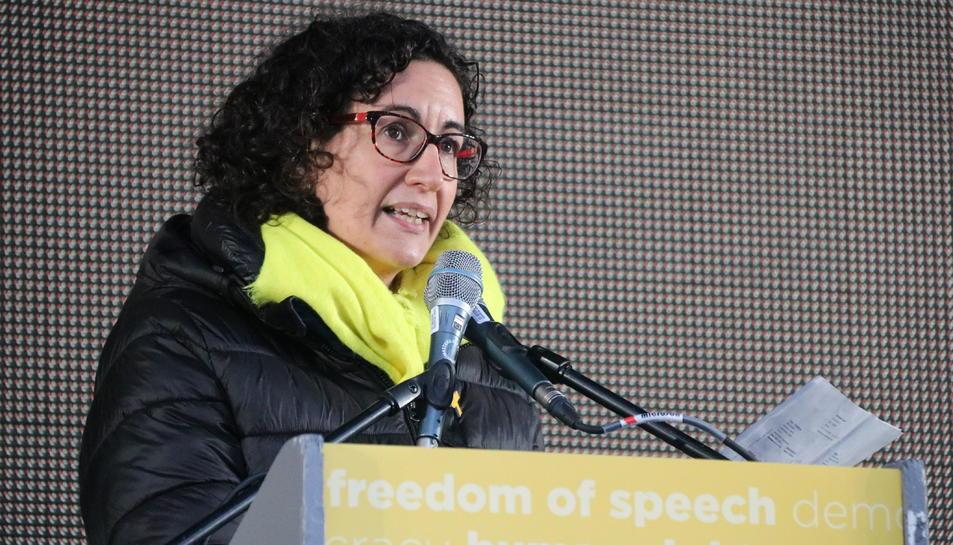 La número dos de la candidatura d'ERC, Marta Rovira, durant els parlaments al final de la manifestació del 7-D a Brussel·les.