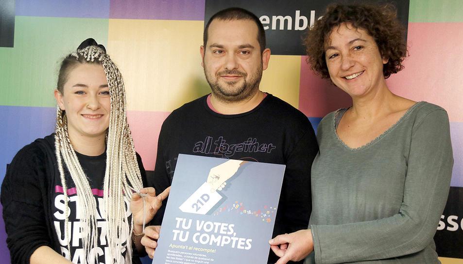 Maria Morante, portaveu dels CDR; Jordi Peiró, membre del Secretariat Nacional de l'ANC, i la número 4 de la CUP per Barcelona, Maria Ballester, presenten la campanya 'Tu votes, tu comptes'