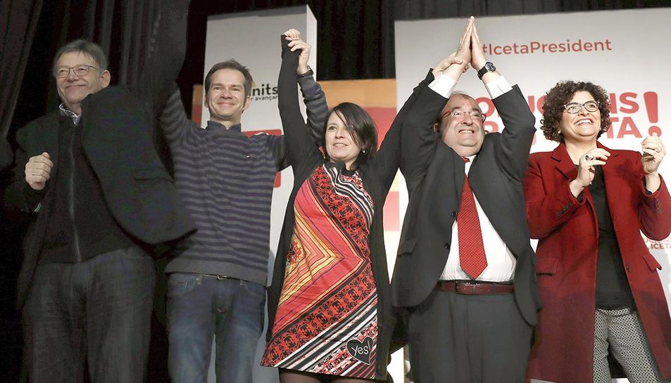 Adriana Lastra, al centre amb el candidat a la presidència, Miquel Iceta, el prsident valencià, Ximo Puig, i la cap de llista del PSc per Tarragona, Rosa M. Ibarra