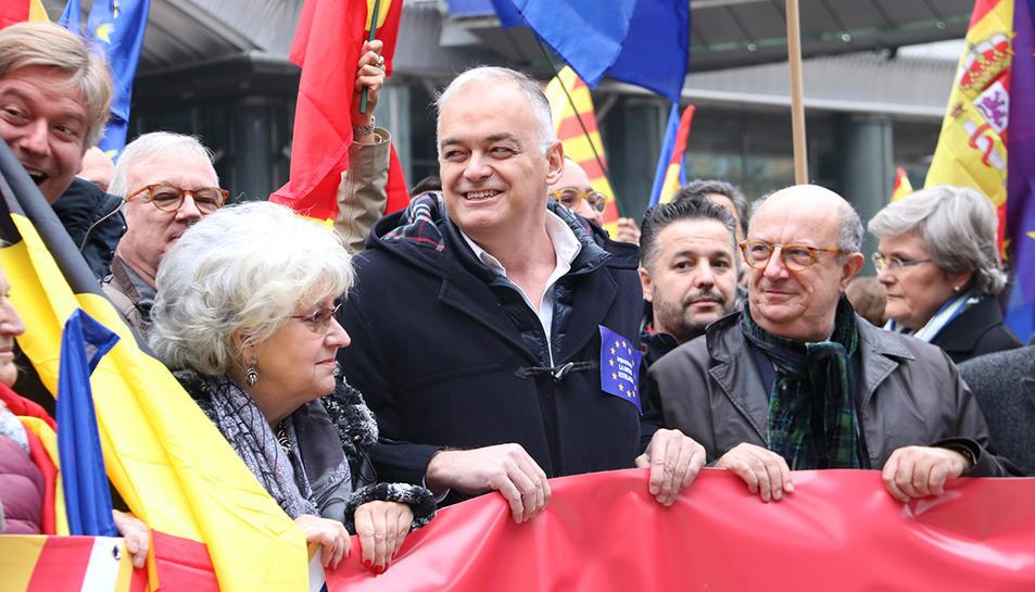 L'eurodiputat Esteban González Pons a la concentració a favor de la constitució espanyola davant del Parlament Europeu a Brussel·les el 6 de desembre.