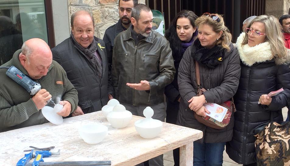 Membres de la candidatura de JuntsxCatalunya han visitat aquest divendres la fira de Sarral.