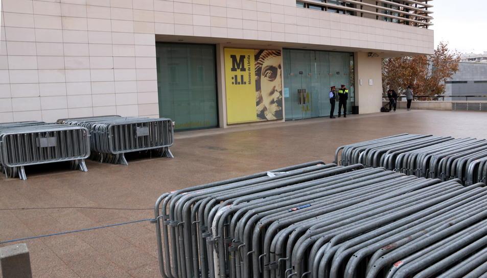 Tres peces del Museu de Lleida entre les 44 que reclama Osca.
