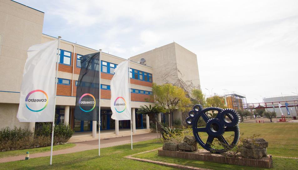 Imatge de les oficines de Covestro, que estan ubicades al terme de la Canonja.
